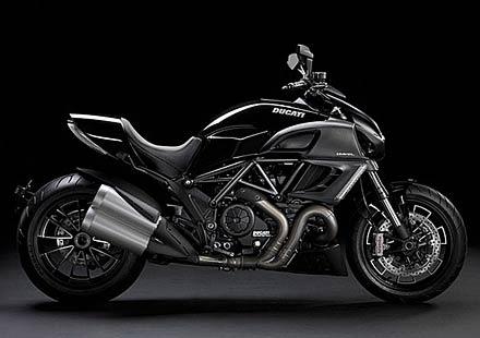 Ducati Diavel вече и в диамантено черно