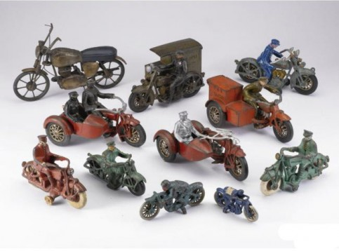 Колекция от играчки на стари мотоциклети се продава за $15,000 01