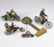 Колекция от играчки на стари мотоциклети се продава за $15,000 05