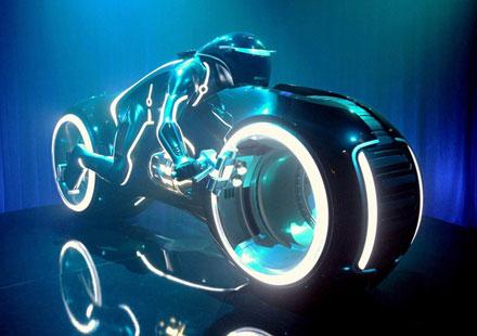 """""""Светлинният мотор"""" от Tron в размер 1:1"""