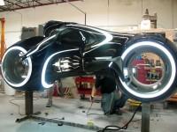 Светлинният мотоциклет в Tron в реален размер 04
