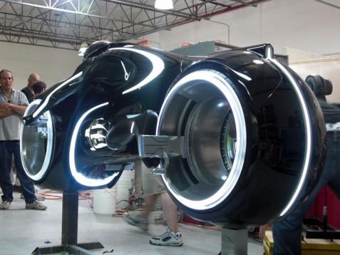 Светлинният мотоциклет в Tron в реален размер 05