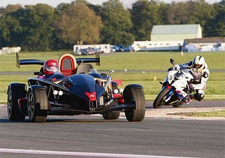 Мотоциклет срещу автомобил! Състезание в стил BBC TopGear