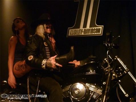 Видео и снимки на Harley Blackline 05
