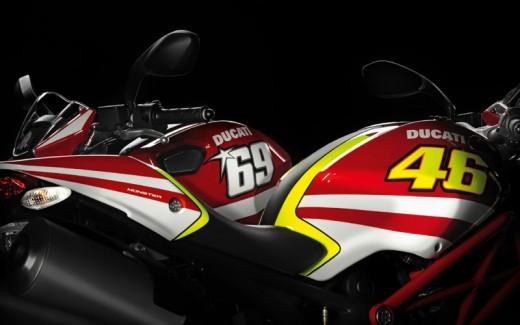 Духът на Роси в Ducati Monster 04
