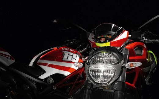 Духът на Роси в Ducati Monster 05