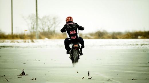 Стънт на лед! Защо зимата да ни спира? 01