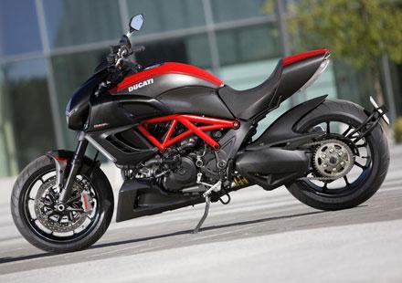 Top Speed отличи Ducati Diavel с мотор на годината за 2010