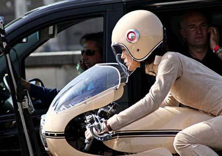 Кийра Найтли и Ducati 750SS в реклама на Chanel
