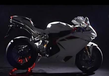 С още повече мощност, мотоциклетът MV Agusta F4 RR Corsacorta идва през 2012г.