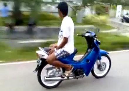 Как се кара мотор на обратно