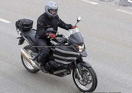 Шпионски снимки на мотора Honda Crosstourer