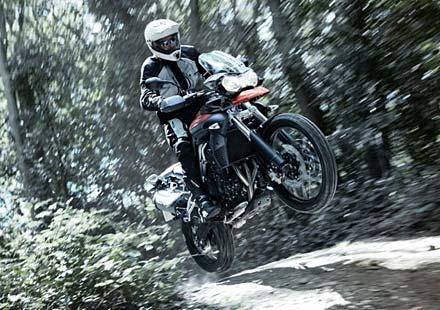 BMW обвинява Triumph в плагиатство при офроуд моторите