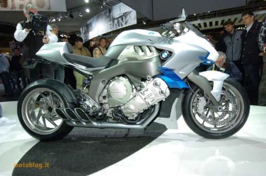 Шестцилиндров нейкд мотор от BMW 01