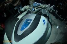 Шестцилиндров нейкд мотор от BMW 13