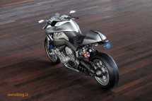 Шестцилиндров нейкд мотор от BMW 21