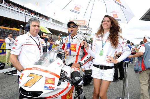 Падок момичетата на MotoGP Бареслона 2011 08