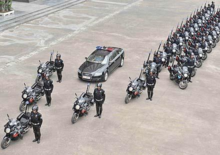 Китайската мото мото полиция с мотоциклети Aprilia Mana 850