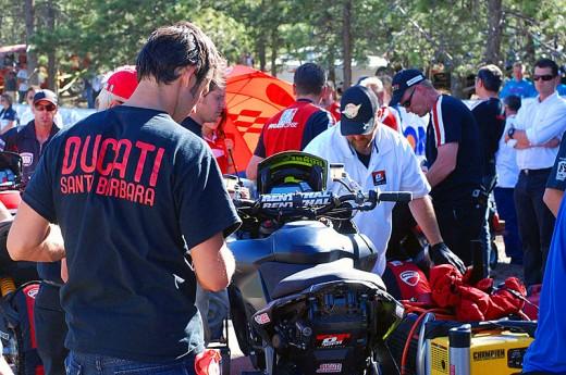 Фабричен мотор Ducati Multistrada 1200 спечели Pikes Peak с рекорд 01