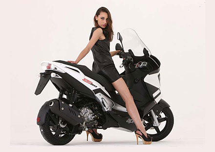 Макси скутерът Aprilia SR Max