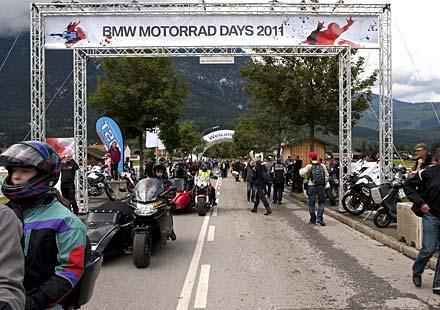 Снимки и видео от BMW Motorrad days 2011