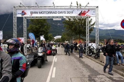 Снимки и видео от BMW Motorrad days 2011 01