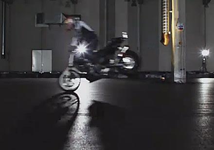 Видео урок от световния шампион по стънт Крис файфър – Как се вдига задна гума