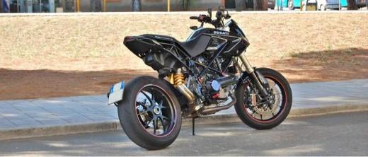 Къстъм мотоциклетът Ducati Hypermotard Diavolo Nero Special Black Evo 977