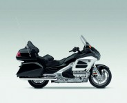 Инвоации в мотоциклета Honda Gold Wing за 2012 06