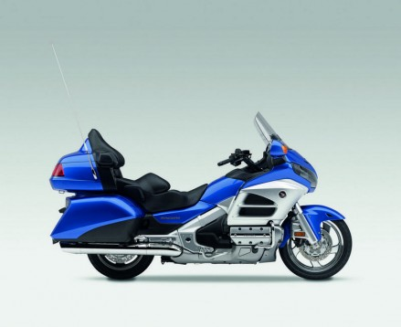 Инвоации в мотоциклета Honda Gold Wing за 2012 07
