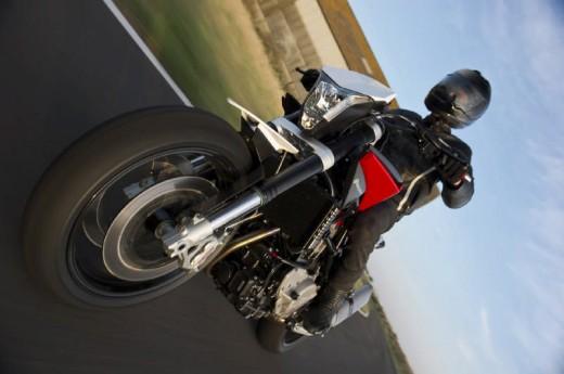 Официални снимки на мотоциклета Husqvarna Nuda 900R 04