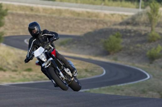 Официални снимки на мотоциклета Husqvarna Nuda 900R 07