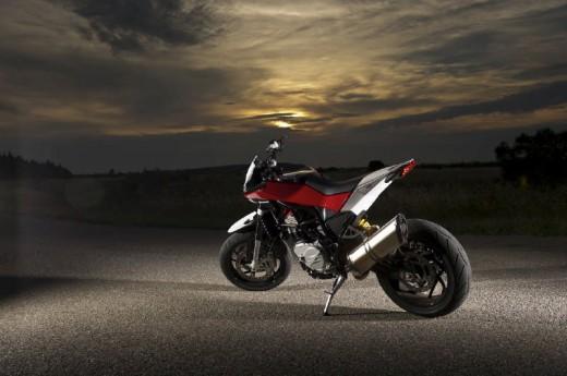 Официални снимки на мотоциклета Husqvarna Nuda 900R 11