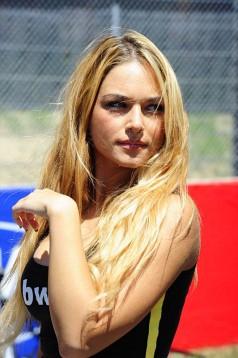 Секси мадамите на падока на писта Муджело 03