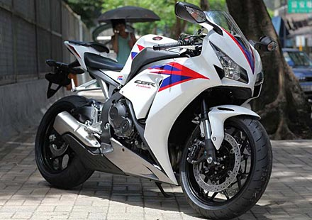 Honda показа моторът 2012 CBR 1000RR Fireblade