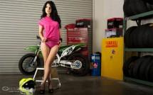 Секси байкърки - Мики и Kawasaki KX450F 14