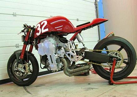 Nembo 32 – мотор с обърнат трицилндров двигател