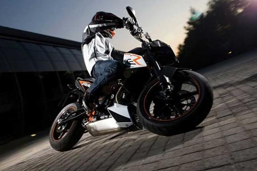 Най-мощния едноцилиндров мотор в света - детайли за 2012 KTM 690 Duke 01