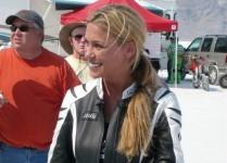 Жена счупи световен рекорд за скорост за фабричен мотор - 320км/ч 03