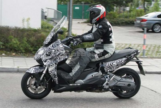 Скутерът на BMW за 2012 - шпионски снимки