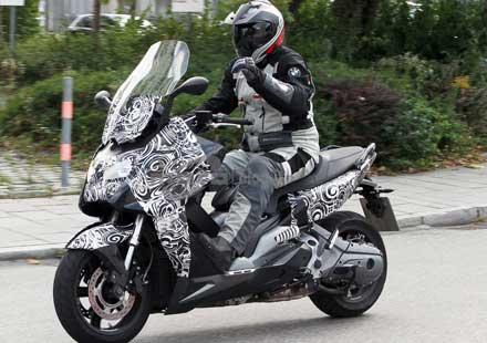 Скутерът на BMW за 2012 година – шпионски снимки