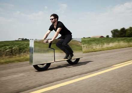 Огледален мотоциклет на пътя