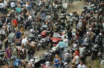 Френските мотористи продължават да стачкуват 07