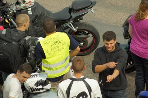 Френските мотористи продължават да стачкуват 10