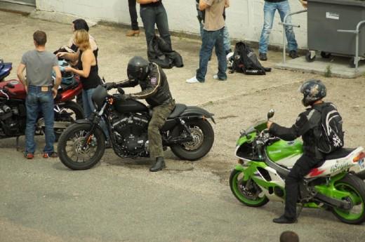Френските мотористи продължават да стачкуват 11