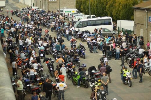 Френските мотористи продължават да стачкуват 13