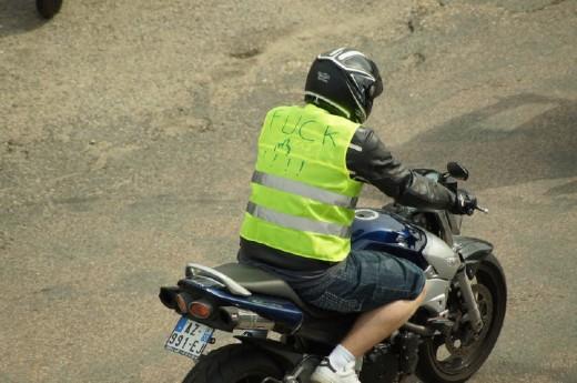Френските мотористи продължават да стачкуват 16