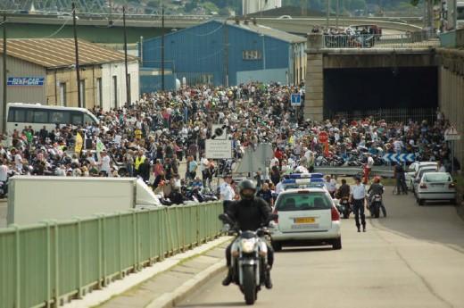 Френските мотористи продължават да стачкуват 22