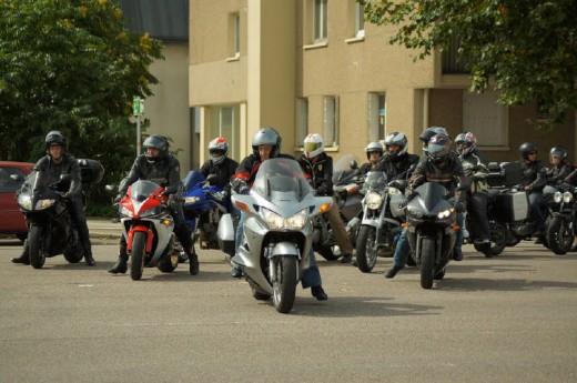 Френските мотористи продължават да стачкуват 23