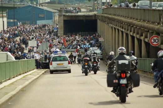 Френските мотористи продължават да стачкуват 24